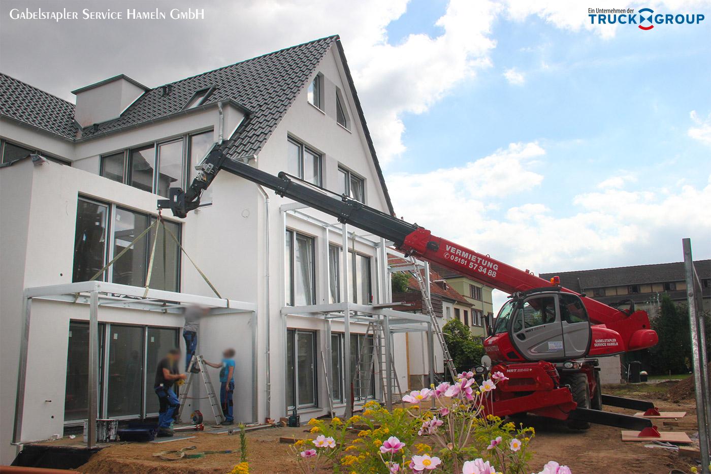 Teleskopstapler erweist sich wieder einmal als nützlicher Helfer beim Hausbau